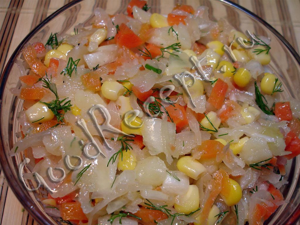 Какой нибудь салат с кислой капустой